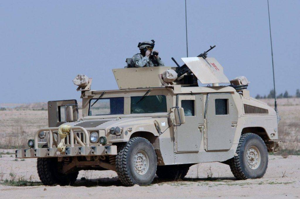 HMMWV M1114 perteneciente a la batería B, 3rd Batallion del 320th Field Artillery Regiment, desplegado en Salah Ad Din, Iraq. Por la diferencia de tonalidades se distingue claramente el blindaje adicional en las puertas y la parte inferior del vehiculo.(Foto: US Navy - PH3 Shawn Hussong).