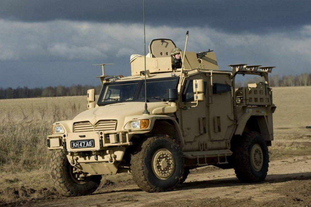 El Navistar Defence – International Husky TSV fue desarrollado por un requerimiento del Royal Army para dotar a su flota de vehículos tácticos de apoyo y reemplazar en sus tareas al RB44, Pinzaguer y Land Rover Defender. Aprovechando la experiencia con el Maxxpro, Navistar se haría del contrato, proveyendo los 1eros vehículos en el año 2009. Con el clásico diseño de casco en forma de V, la provisión del blindaje sería nuevamente obra de Plasan Sasa. El Husky es capaz de transportar hasta 10 soldados y del mismo se han desarrollado las variantes de ambulancia, puesto de mando y utilitaria. Foto: Andrew Linett.