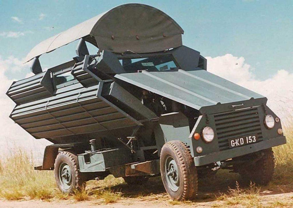 Al igual que otros vehículos, el Kudu estaba basado en plataformas civiles, lo que facilitaba su mantenimiento y producción. En las fotos se puede apreciar la configuración de sus laterales, para hacer frente a fuego de armas ligeras y RPGs. Foto: Pete Henning.