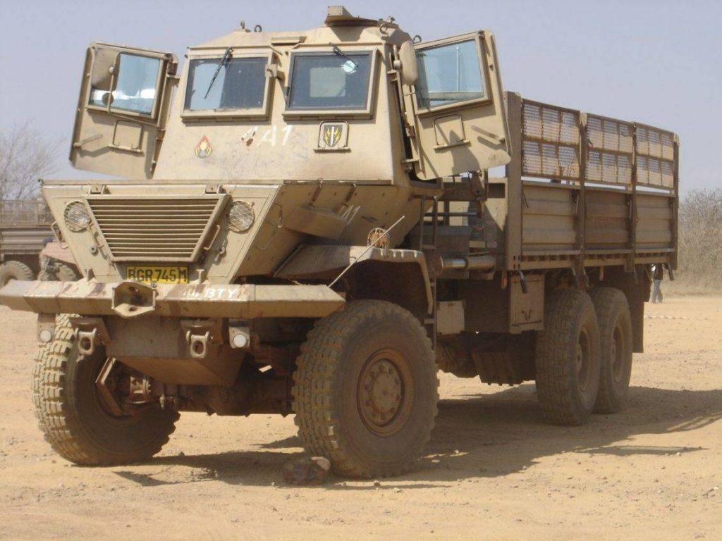 El ejército de Sudáfrica dotó con las cabinas Kwêvöel a todos los camiones Magirus Deutz y posteriormente SAMIL que prestaban apoyo durante las operaciones contra la guerrilla en lo más profundo del chaparral africano. Foto: Internet.