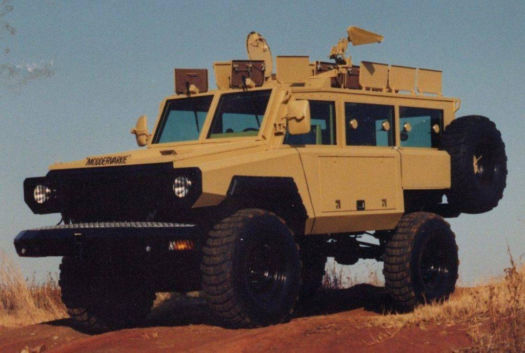 Moddervarkie, prototipo de lo que en un futuro sería el Mamba. A diferencia del Buffel y del Casspir, su semejanza a las modernas SUV le proporciona un perfil más bajo para operaciones de mantenimiento de paz. Foto: Internet.