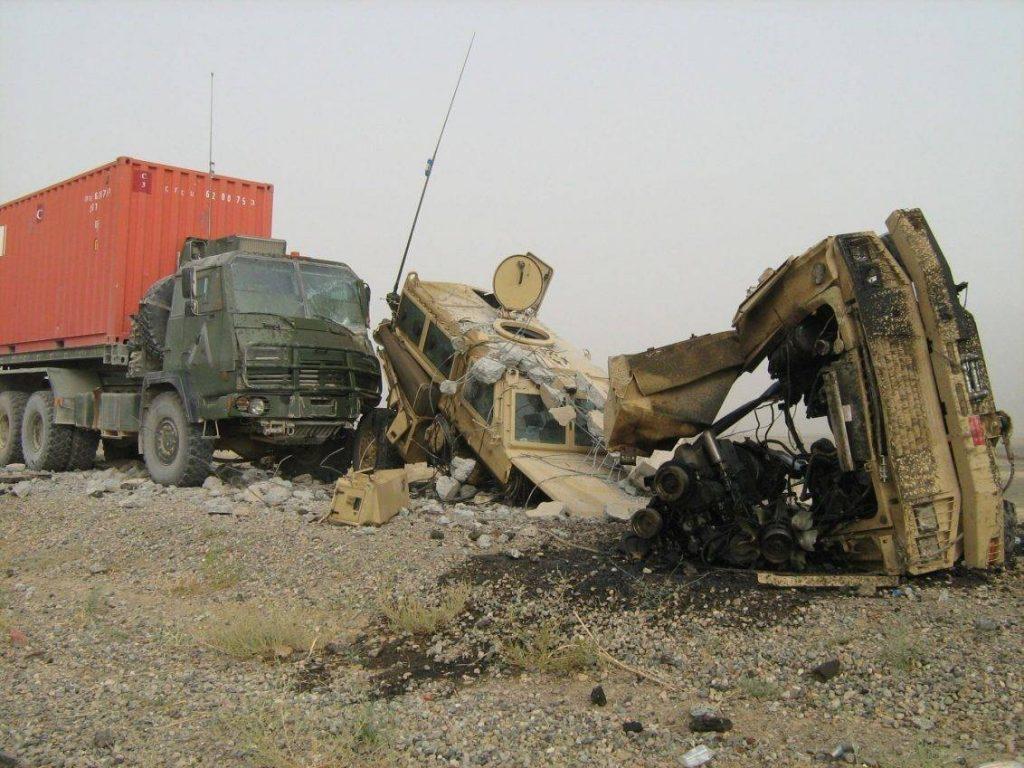 Pese a sus falencias en maniobrabilidad y peso, los RG-31 Nyala demostraron su capacidad para proteger a la tripulación ante la deflagración de minas e IEDs. En el caso de la foto, un IED literalmente partió en 2 a un Nyala canadiense perteneciente a la ISAF. Solo se tuvo que lamentar algunos heridos.