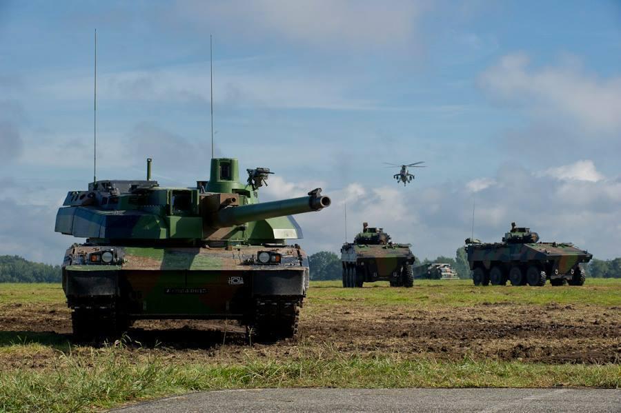 AMX-48 Leclerc junto a VCBRs 8x8 VBCI