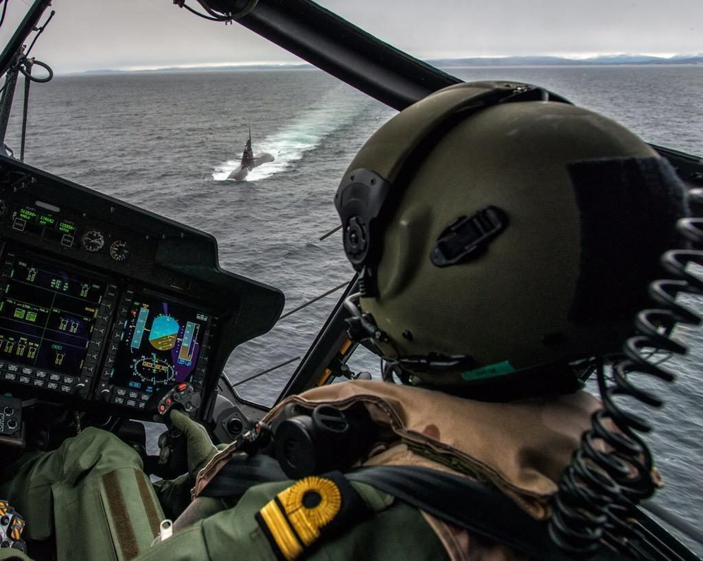 Vista desde la cabina de un NH-90 noruego durante el ejercicio Dynamic Mongoose. Imagen: OTAN