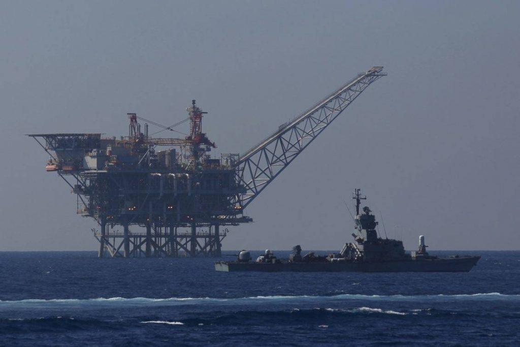 Buque Sa'ar 4.5 patrulla las aguas próximas a una explotación de hidrocarburos en el mar Mediterráneo. Imagen: Internet.