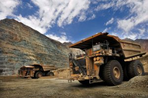 28 de Diciembre de 2011/SANTIAGO Los Bronces es una mina de cobre y molibdeno  del grupo Anglo American, que se explota a rajo abierto. El mineral que se extrae es molido y transportado por un mineroducto de 56 kilómetros a la planta de flotación Las Tórtolas, en la que se produce cobre y molibdeno contenido en concentrados. Además, en la mina se produce cobre en cátodos.Se encuentra ubicada en la Región Metropolitana, a 65 kilómetros de Santiago y a 3.500 metros sobre el nivel del mar. FOTO:ARIEL MARINKOVIC/AGENCIAUNO