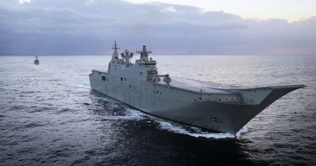 LHD HMAS Canberra. El fortalecimiento de las fuerzas anfibias fue una de las enseñanzas obtenidas durante el despliegue en Timor del Este, otorgándole a la RAN una capacidades nunca antes vistas. Imagen: MoD - ABIS Bonny Gassner.