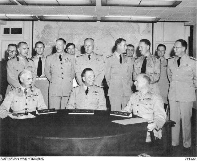 Primera reunión de los representantes militares de las naciones firmantes del tratado ANZUS. Imagen: Australian War Memorial.