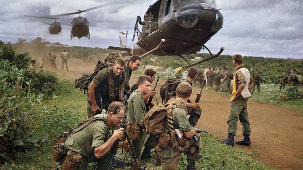 Soldados del 7RAR aguardan el retorno a Nui Dat luego de la operación Ulmarra, agosto de 1967. El conflicto en el sedeste asiático resultó un trago amargo para Australia. Imagen: Australian War Memorial.