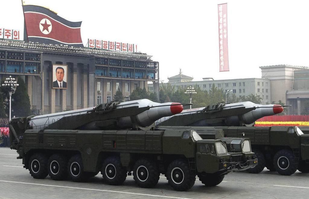 Dos misiles BM25 Musudan durante el desfile del 65 aniversario del Partido de los Trabajadores de Corea del 10 de octubre de 2010