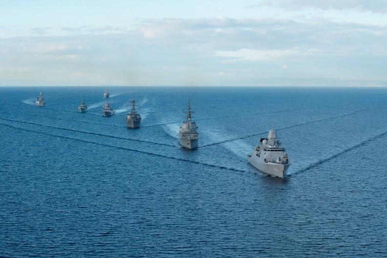 """Formación naval durante el ejercicio """"At Sea Demostration 2015"""". Imagen: US Navy."""