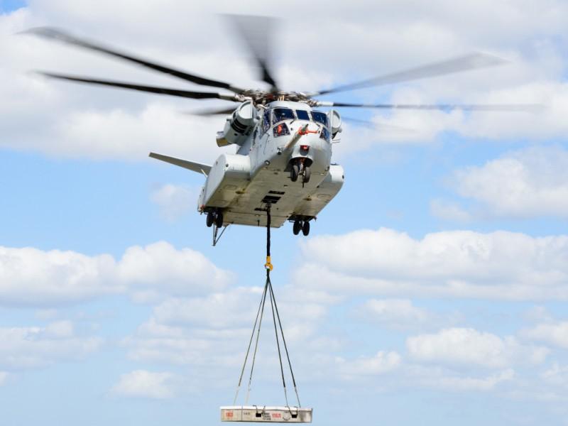 CH-53K King Stallion realizando su primer vuelo con carga externa. Imagen: Sikorsky